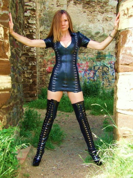 Mistress Paris Agony