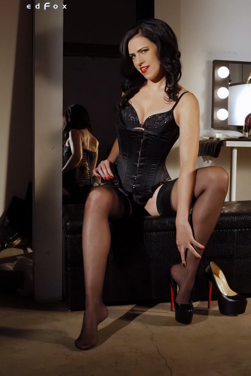 Mistress Justine Cross