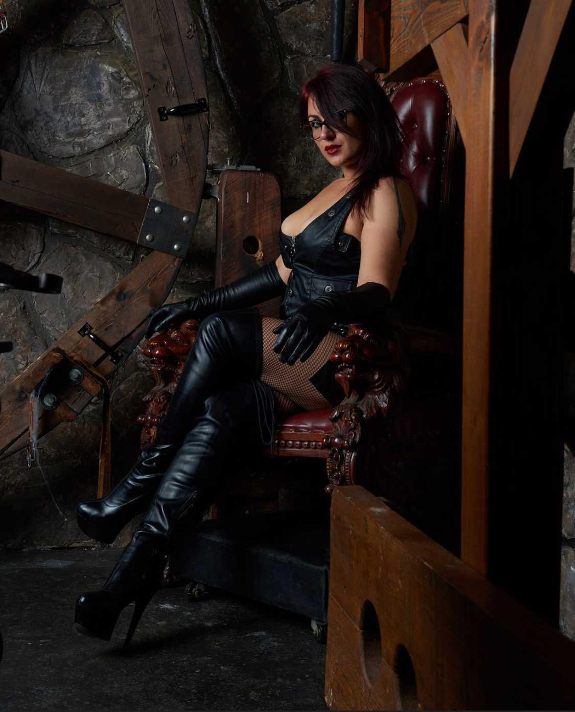 Mistress Viona NYC