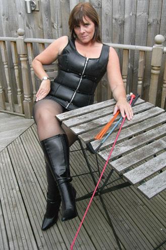 Profile: Mistress Suzi - theDominationWeb
